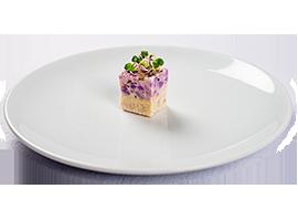 Terina de pui cu salata de cartofi violeti si germeni.