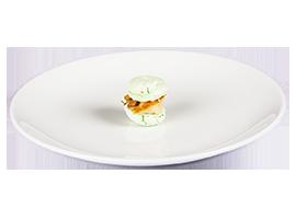 Macarons cu butterfish afumat si crema de limeta